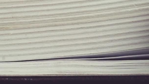 Překlopit stránky knihy