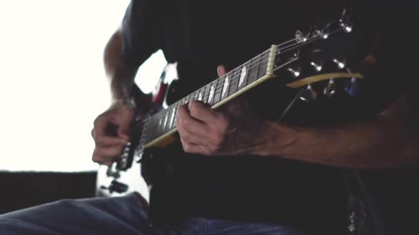 gitárszóló a stúdióban