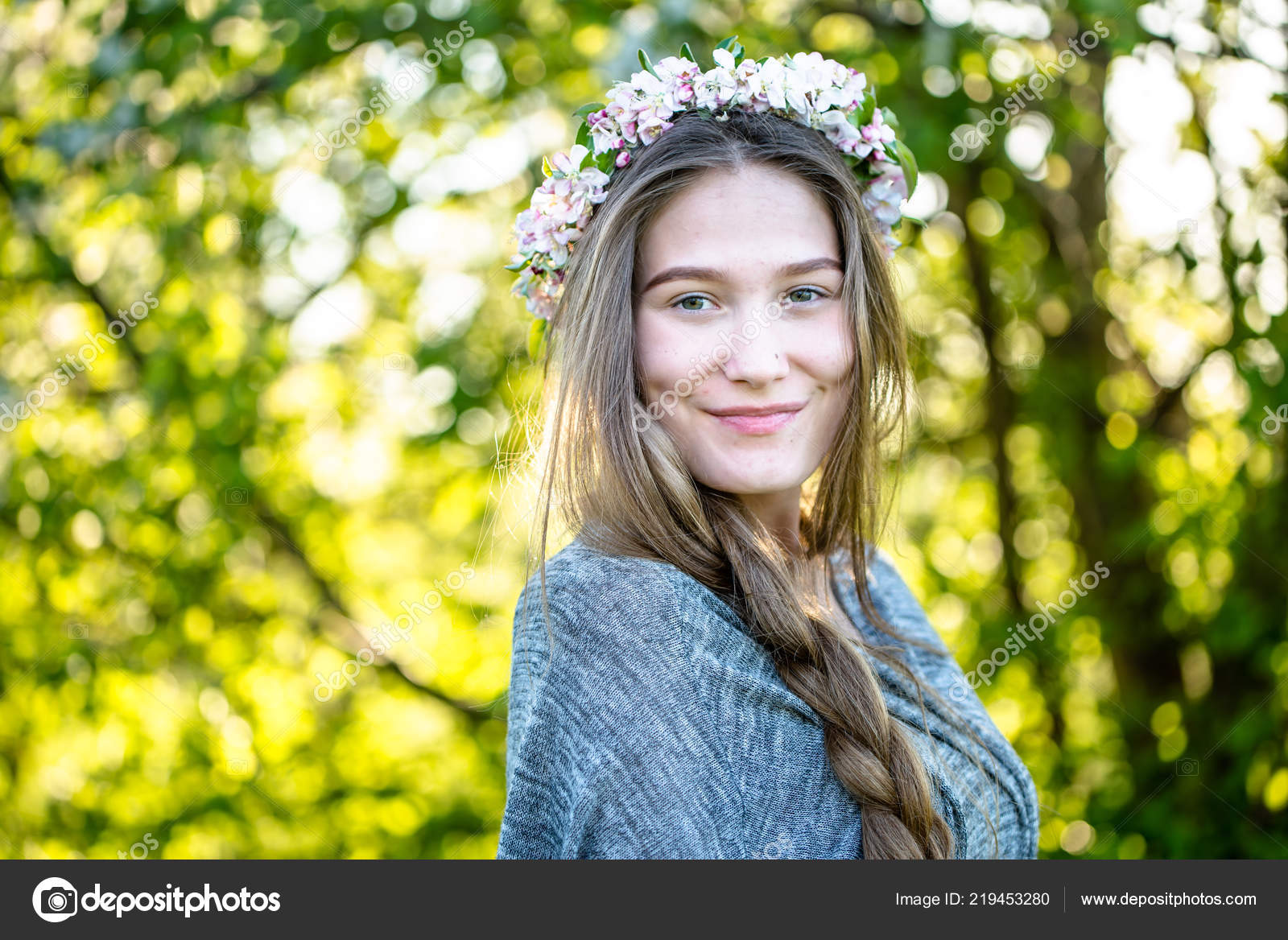 Natural Beauty Smiling Girl Face Beautiful Skin Braid Floral Wreath — Stock  Photo 008fe0574