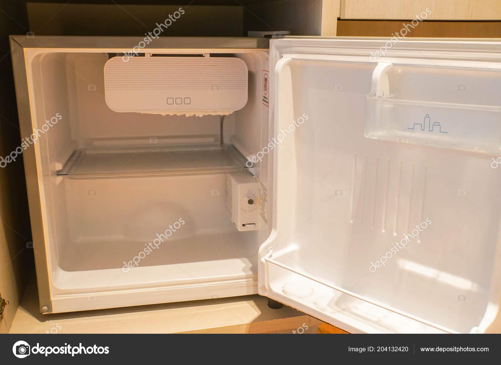 Mini Kühlschrank Mit Schrank : Der mini kühlschrank hotelzimmer für getränke u2014 stockfoto © jummie