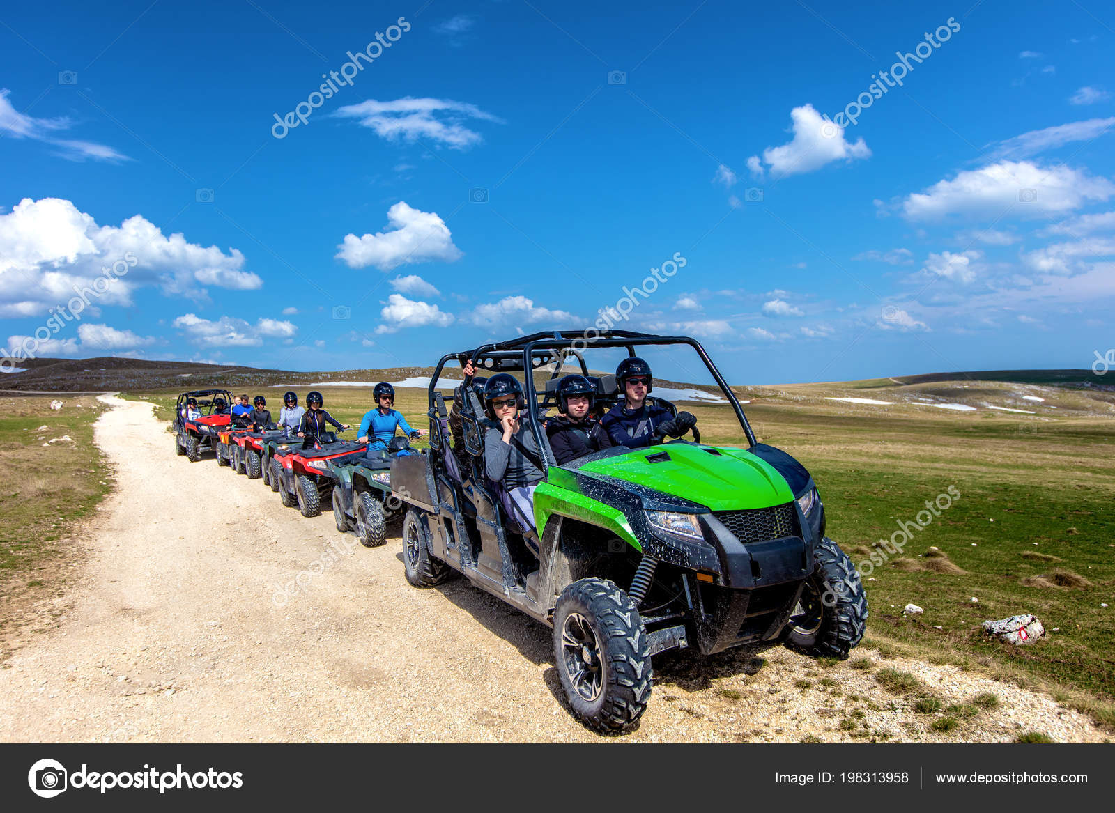 a500d57be7 Fahren mit Quad oder Atv und Utv Fahrzeuge Offroad-Freunde– Stockbild