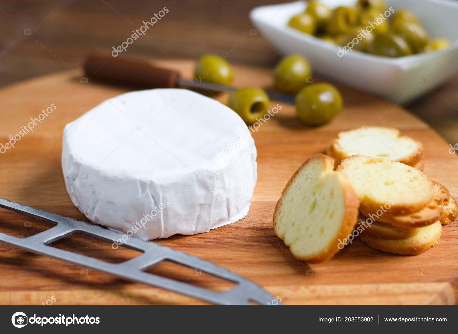 Detail Whole Wheel Soft Cheese White Rind Camembert Brie Concept Stock Photo C Iseinor Seznam Cz 203653902