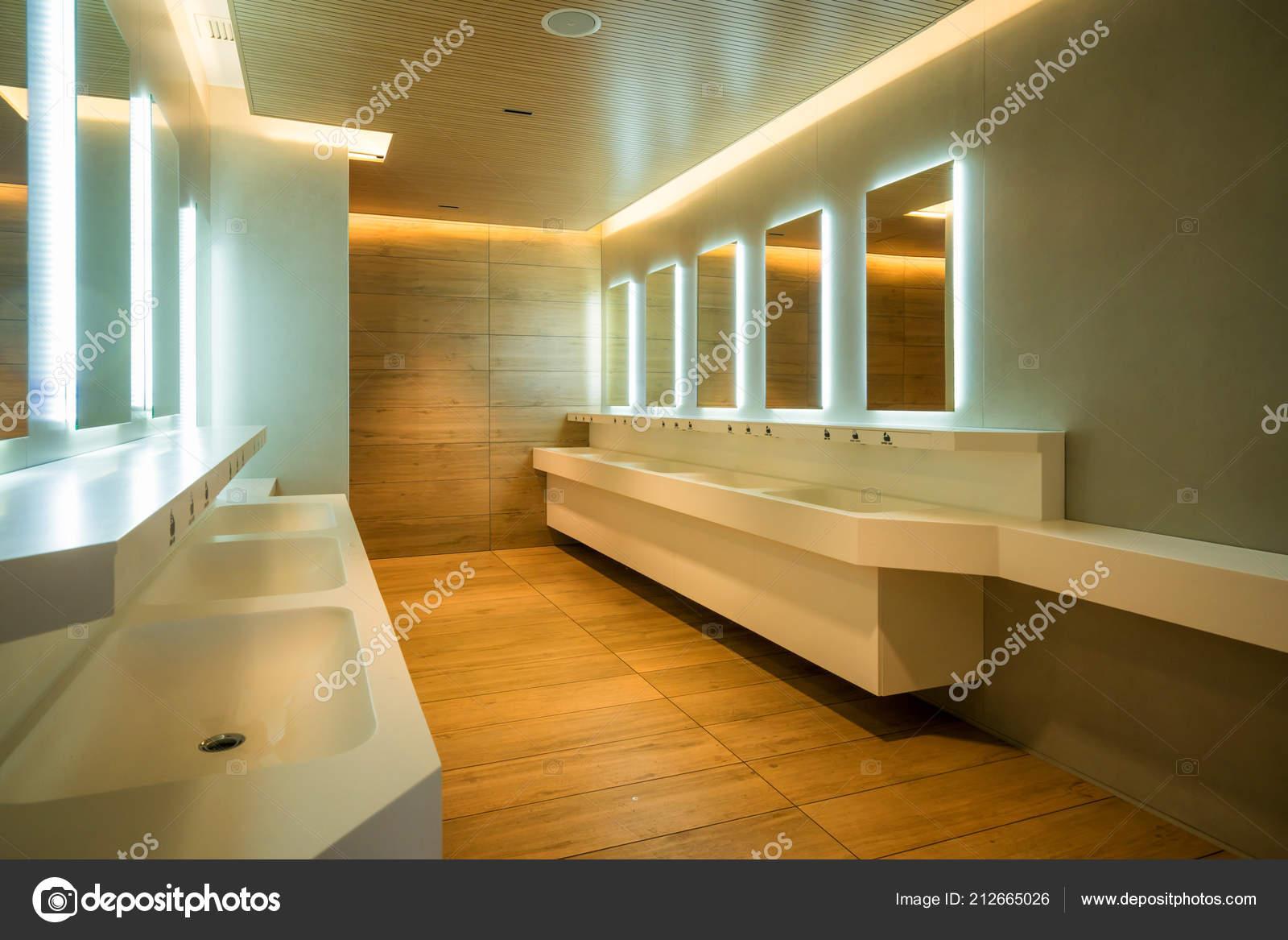 Moderne Design Der Öffentlichen Toilette Und Toilette Luxus ...