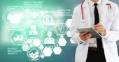 Lékařské zdravotnické koncepce - doktor v nemocnici s digitálním lékařské ikony grafický banner zobrazeno symbolem lékařství, lékařská péče lidí, nouzové služby sítě, lékař údaje o zdravotním stavu pacientů