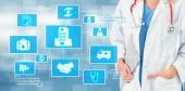 Fotografia Concetto di sanità medica - medico in ospedale con icone mediche digitale banner grafico che mostra simbolo della medicina, persone di assistenza medica, servizio di emergenza rete, dati medico di salute del paziente.