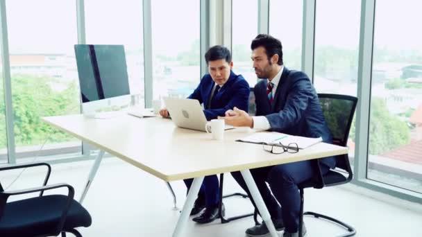 Álláskereső állásinterjún a menedzserrel