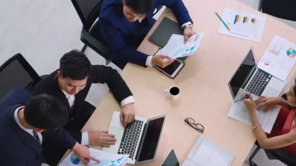 Treffen der Geschäftsleute von oben aufgenommen