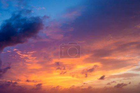 Photo pour Ciel de coucher et le lever du soleil. ciel coucher de soleil orange. Beau ciel. - image libre de droit