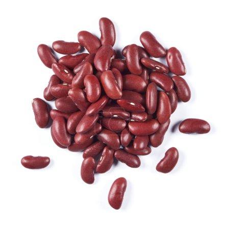 Haufen roter Bohnen isoliert auf weißem Hintergrund. Ansicht von oben