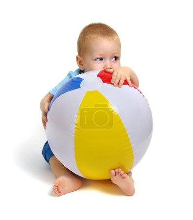 Photo pour Petit garçon jouant jouet isolé sur fond blanc - image libre de droit