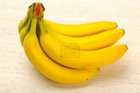 Foto de Plátano maduro en mesa blanca - Imagen libre de derechos