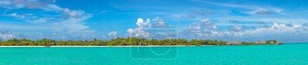Photo pour Panorama de la plage tropicale aux Maldives le jour de l'été - image libre de droit