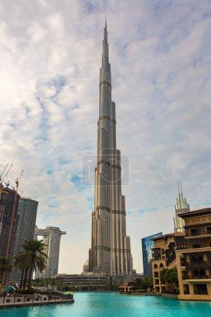 Photo pour DUBAI, Émirats arabes unis - 5 AVRIL 2020 : Tour Burj Khalifa au coucher du soleil à Dubaï, Émirats arabes unis - image libre de droit