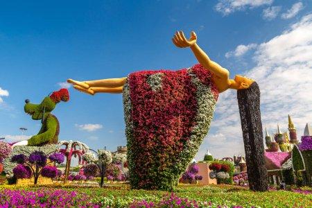 Photo pour DUBAI, Émirats arabes unis - 29 mars 2020 : Jardin miracle de Dubaï par une journée ensoleillée, Émirats arabes unis - image libre de droit