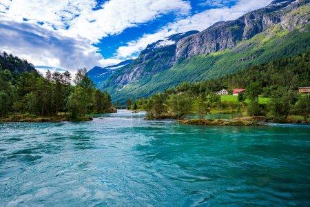 Photo pour Belle nature Norvège paysage naturel. lac lovatnet . - image libre de droit