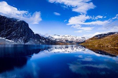 Foto de Hermoso paisaje natural de la naturaleza Noruega. - Imagen libre de derechos