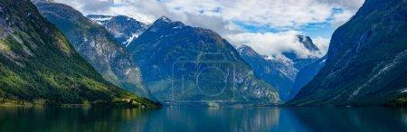 Photo pour Panorama Belle nature Norvège paysage naturel. lovatnet lac Lodal vallée . - image libre de droit