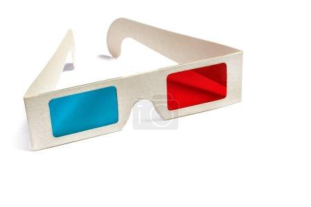 Photo pour Vue latérale d'une paire de lunettes 3D isolées sur fond blanc. Copiez l'espace pour votre texte - image libre de droit