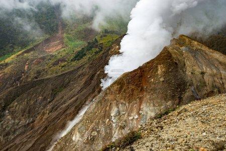 dampfaktiver Vulkan auf der Insel Java, geologische Landschaft Indonesiens