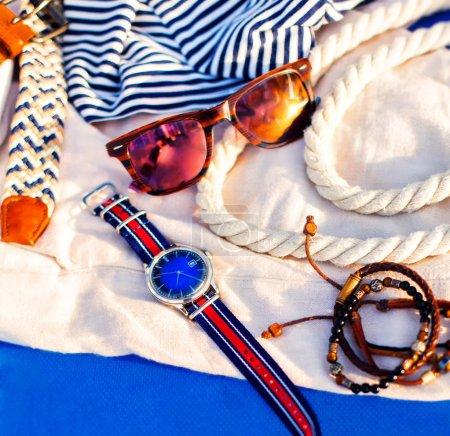 Foto de Artículos de moda hombre para la playa. Concepto de verano. Vista superior. Fondo de vacaciones - Imagen libre de derechos