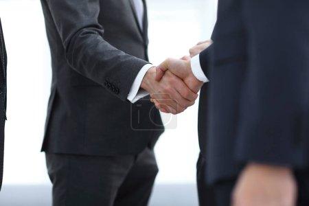 Photo pour Close seup.handshake of business partners.the concept de partenariat . - image libre de droit