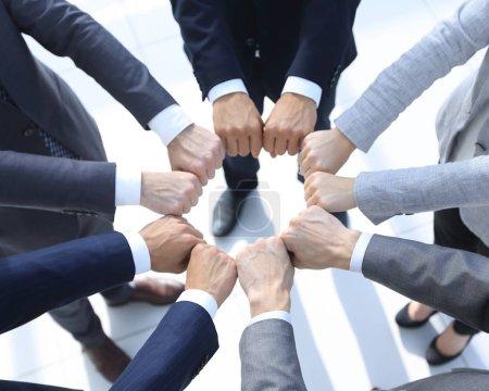 Closeup.Business gens montrent un cercle des mains