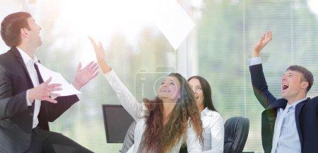 Photo pour Concept de succès. encourager l'équipe d'affaires - image libre de droit