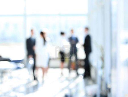 image floue des gens d'affaires debout dans le fond office.business