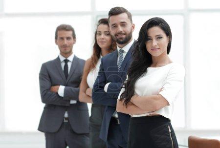 Photo pour Équipe professionnelle d'affaires sur fond de bureau. - image libre de droit