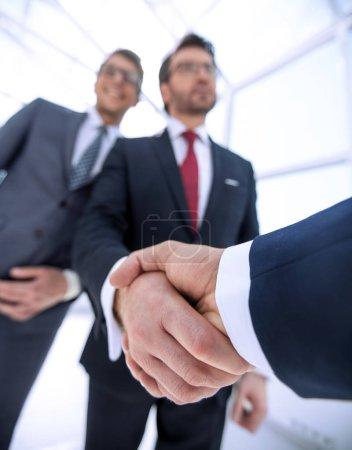 Photo pour Business background.business handshake partenaires commerciaux .le concept de coopération - image libre de droit