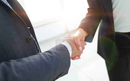 Foto de Negocio apretón de manos, felicitaciones o concepto de asociación . - Imagen libre de derechos