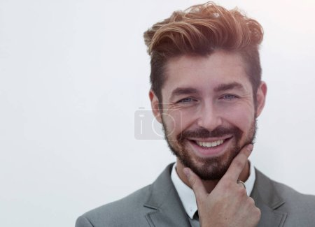 Photo pour Homme de mode tenant menton dans sa main pensant sur fond gris, gros plan image - image libre de droit