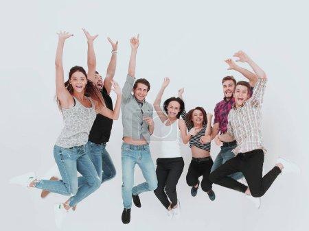 Photo pour Groupe triomphant de jeunes .isolés sur fond de lumière - image libre de droit