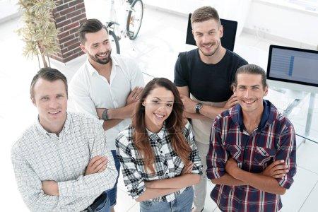Foto de Ver la parte superior. un grupo de jóvenes diseñadores de éxito - Imagen libre de derechos