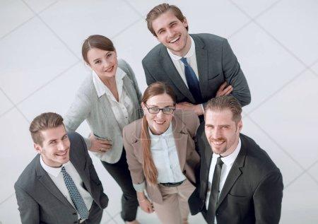 Foto de Top view.un grupo de personas de negocios exitosos mirando a la cámara - Imagen libre de derechos
