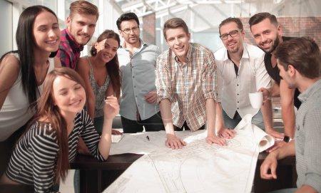 Photo pour Équipe commerciale créative dans le lieu de travail.photo avec espace de copie - image libre de droit