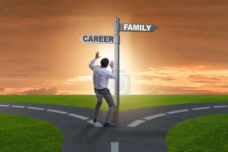 Photo pour Vie professionnelle ou équilibre familial concept d'entreprise - image libre de droit
