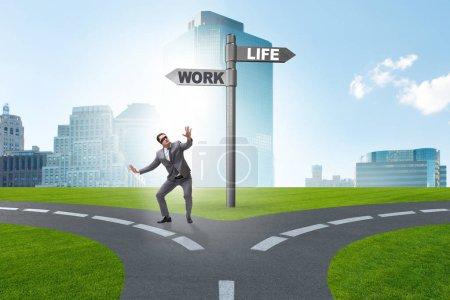 Photo pour Travailler vie ou solde home business concept - image libre de droit