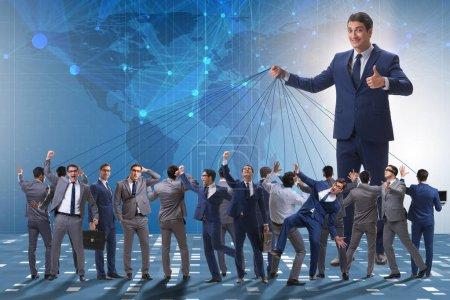 Photo pour Patron employé manipuler son personnel dans le concept d'entreprise - image libre de droit
