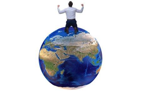 Photo pour Homme d'affaires dans le concept de mondialisation avec la terre sur blanc - image libre de droit