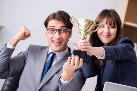 Photo pour Concept de travail d'équipe avec prix - image libre de droit
