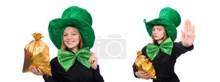 Photo pour Jeune femme avec nœud papillon géant vert - image libre de droit