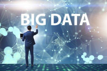 Photo pour Concept de données volumineuses avec analyste minier de données - image libre de droit