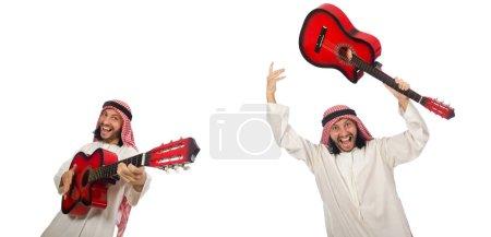Photo pour Homme arabe jouant isolé sur blanc - image libre de droit