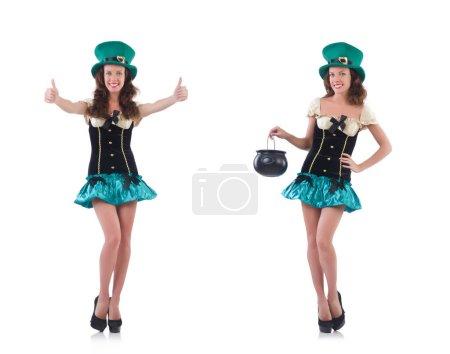 Photo pour Le modèle féminin en costume irlandais isolé sur blanc - image libre de droit