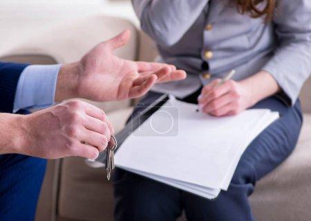 Photo pour La convention hypothécaire est signée - image libre de droit