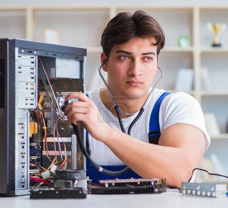 Ordinateur réparateur réparer ordinateur de bureau