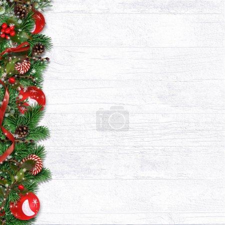 Photo pour Bordure de Noël avec branches de sapin, boules, houx et cônes - image libre de droit