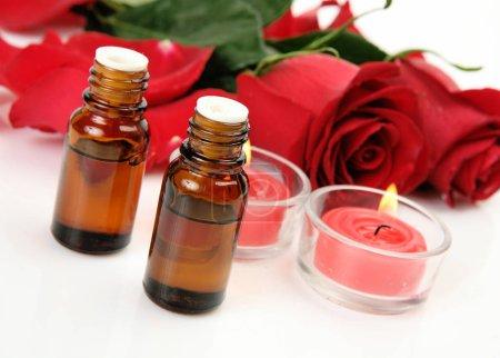 Photo pour Huile aromatique pour aromathérapie et massage - image libre de droit