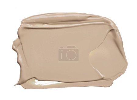 Photo pour Frottis beige clair de fond de teint crémeux isolé sur fond blanc. Fond de teint crème beige clair isolé sur fond blanc - image libre de droit